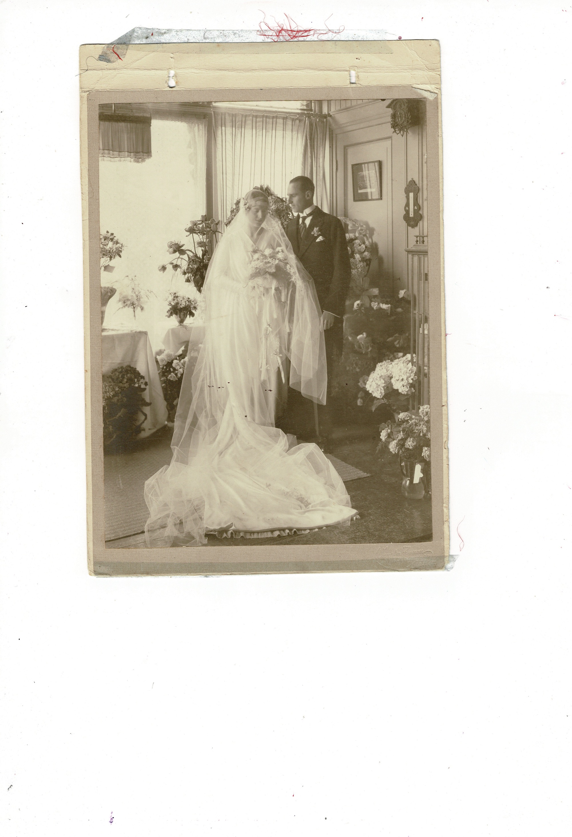Old wedding photo found at Pandora, Dordrecht.