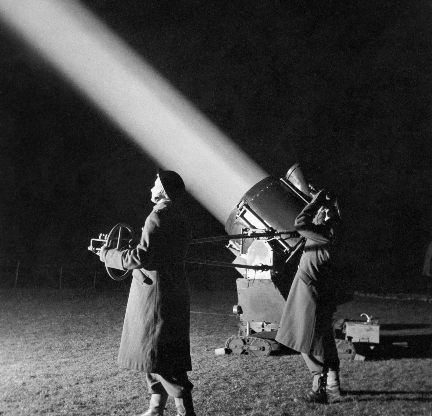 A 90 cm searchlight in Western Command, 1944