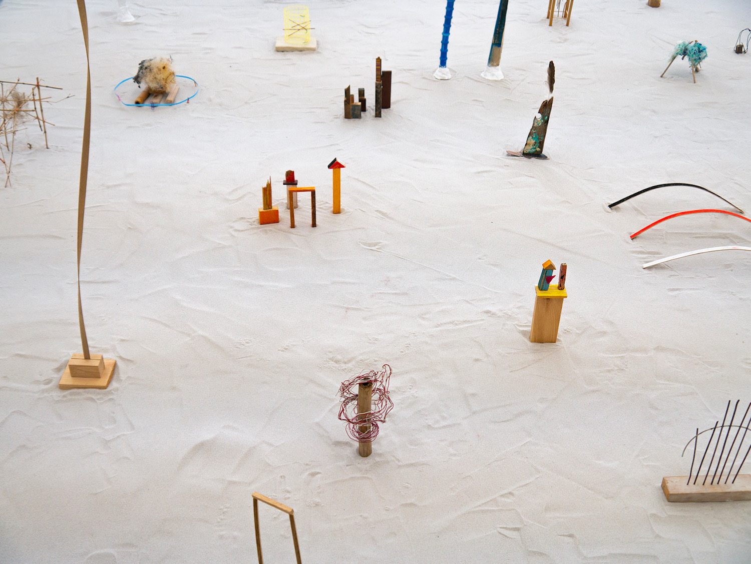 Cecilia Vicuña, Precarios, installation view, Witte de With Center for Contemporary Art, 2019 / Adam Patterson