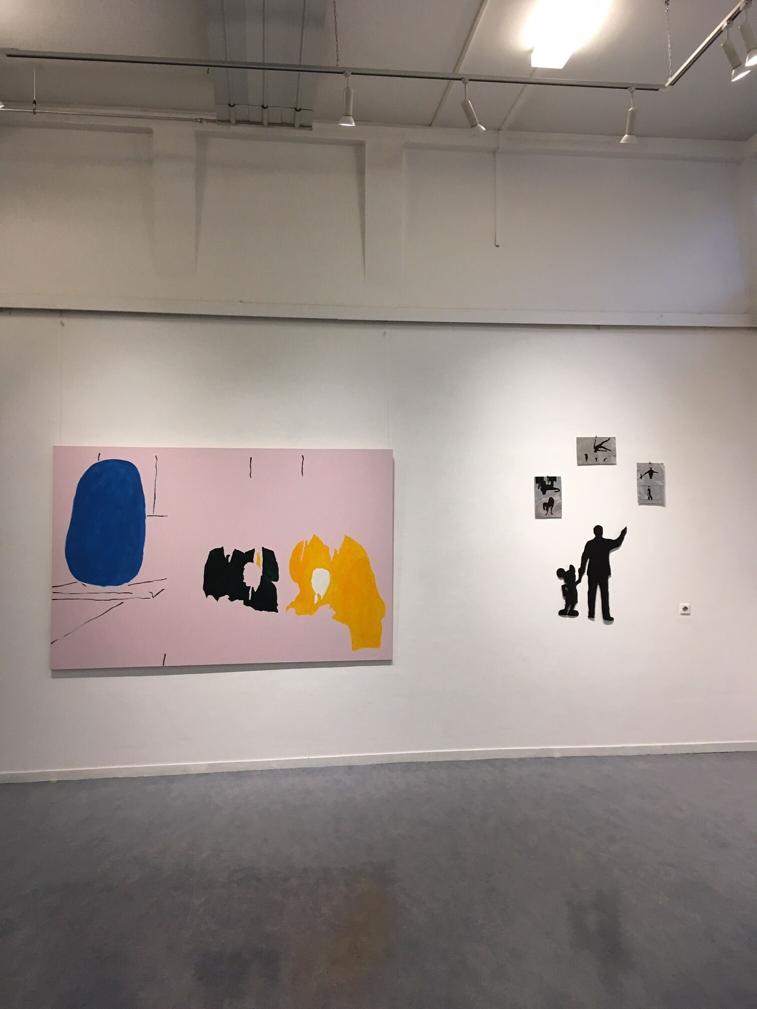 Overview Kunsthal Hof 88 Almelo. Left: Monolith II, 2018, enamel on canvas, 150 x 230 cm. Right: Mickey Mouse installation (study).