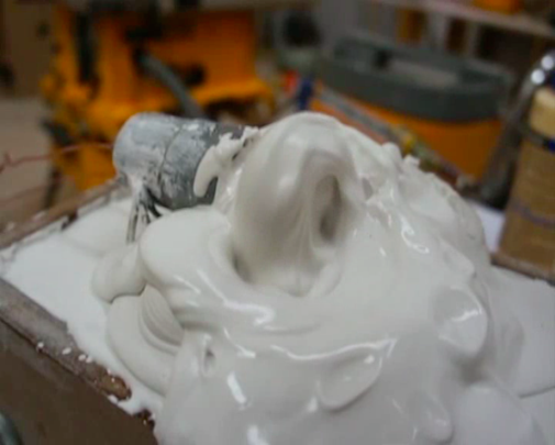Wang Chao <Plaster and motors> video 2013