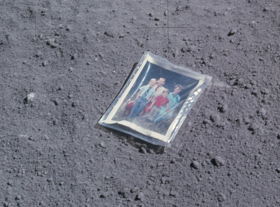 Charles Duke, familiefoto achtergelaten op de maan in 1972, Apollo 16