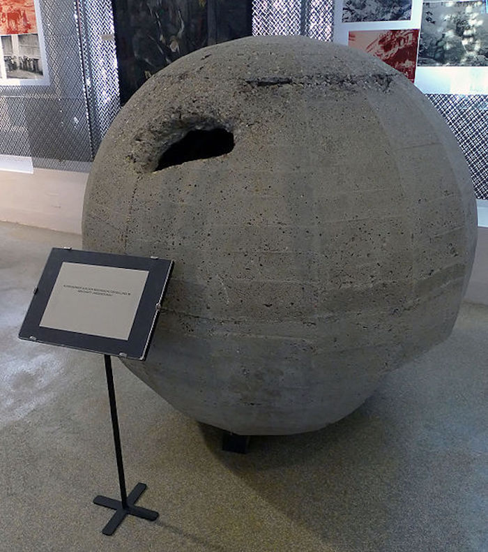 kugelbunker_-_a_spherical_concrete_bunker_for_one_person.jpg