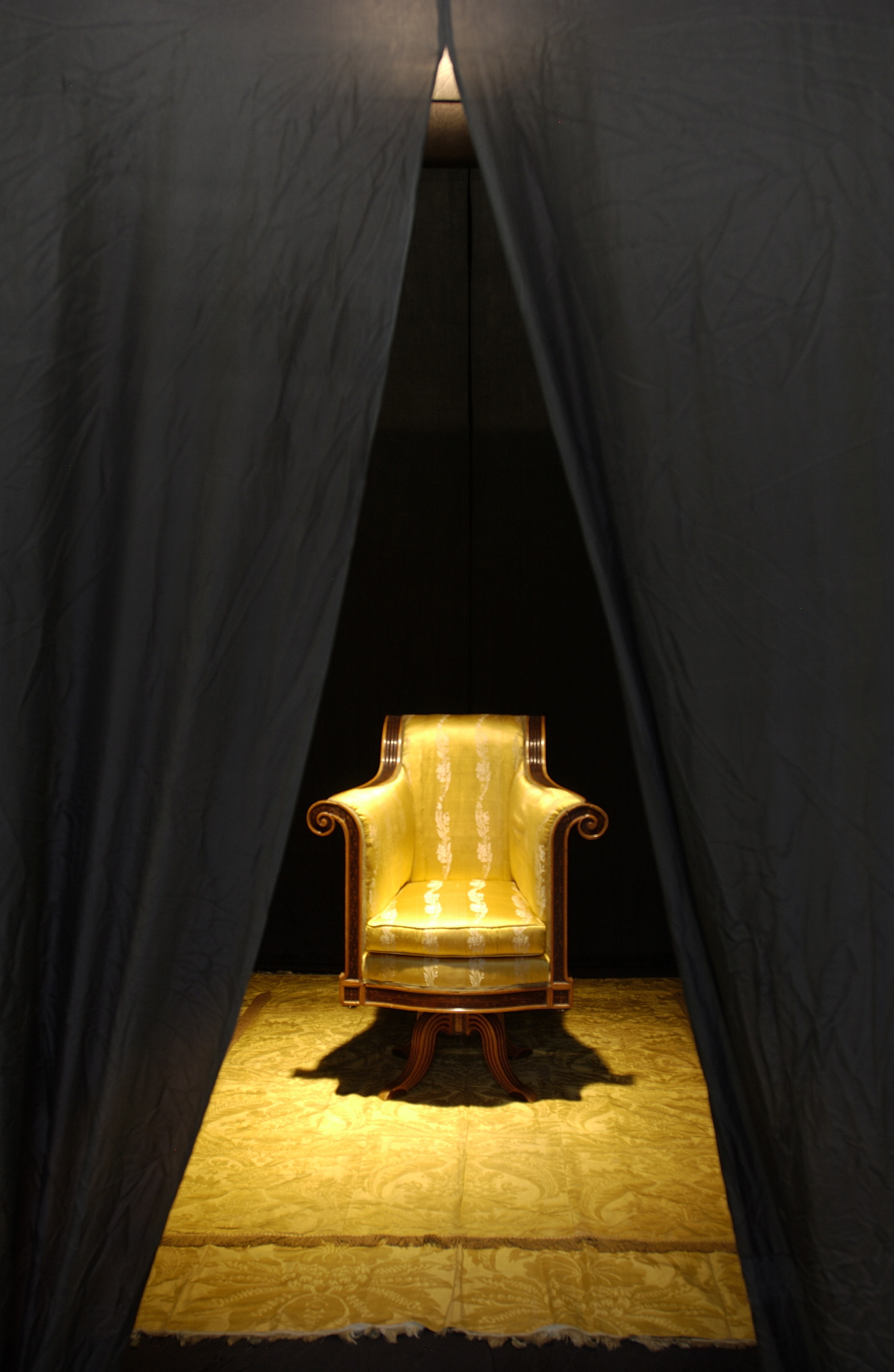 James Lee Byars, Hear TH FI TO IN PH Around This Chair, 1978
