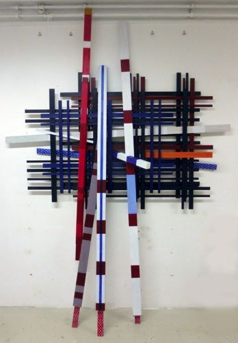Atelieropname van: Descendants Composition, painted wood, 250 x 180 x 30 cm 2013