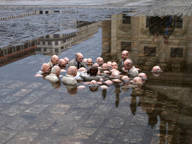 Isaac Cordal, politicians discussing global warming, Nantes